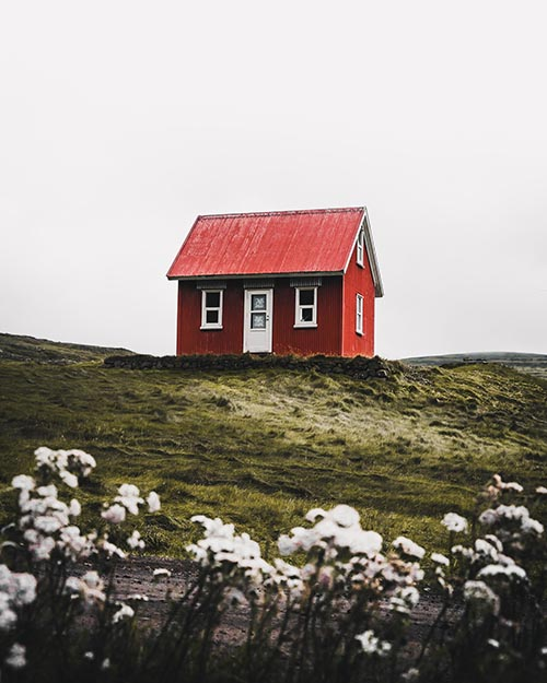 Cutest Cabin Photo by Luke Stackpoole on Unsplash